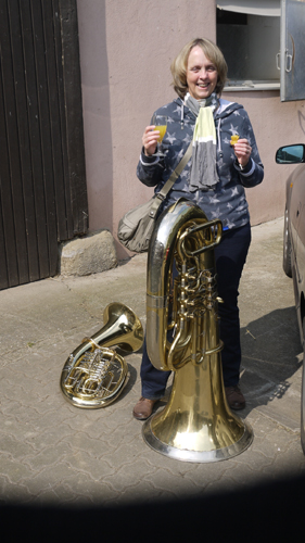 90-jährige Tuba und Yvonne(?)